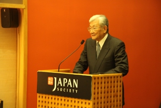 Tadao Kuribayashi, Professor Emeritus of Keio University, makes his speach