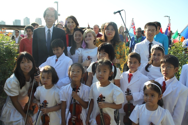 Ambassador Nishida and Madame Nishida with the Children who performed at the ceremony