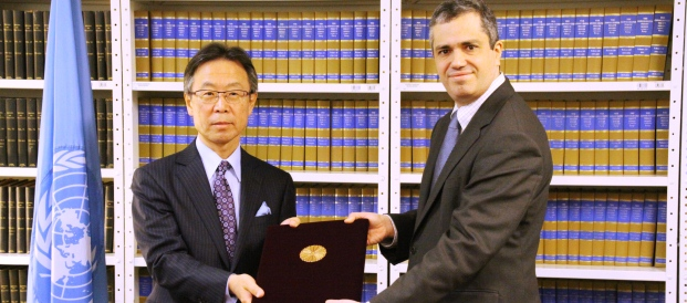 Ambassador Motohide Yoshikawa presents the instrument of ratification of the Convention on the Rights of Persons with Disabilities to the United Nations (20 January 2014)